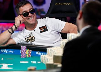 Texas Hold Em poker players